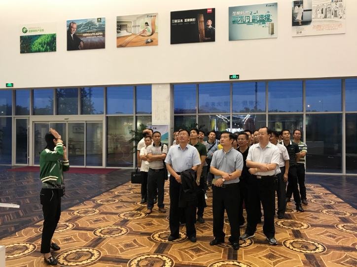 广西林业产业行业协会李可夫理事长带领  广西林业企业代表团考察凯发线上娱乐手机版人造板